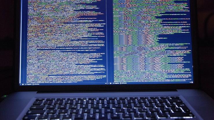 """""""Odparliśmy atak cybernetyczny ze strony Rosji"""". Szef MON twierdzi, że """"zagrożenie wzrasta z każdym dniem"""""""