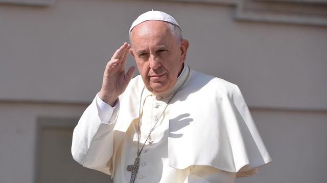 Papież przeprosił za skandale w Rzymie i Watykanie