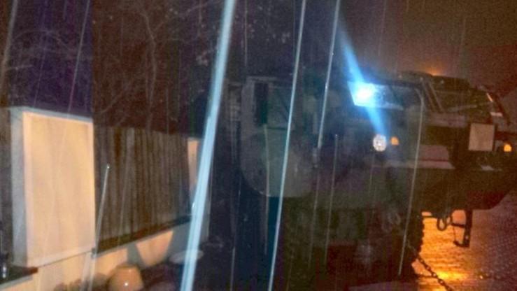 Amerykańscy żołnierze uszkodzili ogrodzenie posesji w Toruniu
