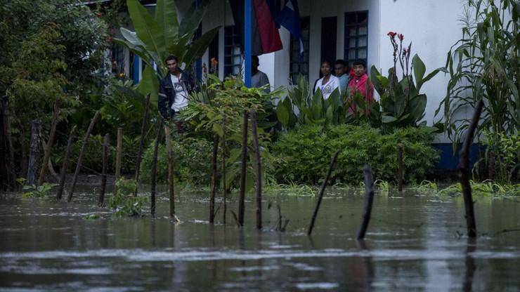22 ofiary burzy tropikalnej Nate. Zjawisko może przekształcić się w huragan