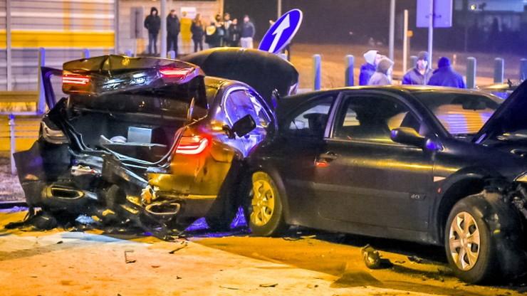 Prokuratura przesłuchuje świadków wypadku z udziałem auta wiozącego szefa MON