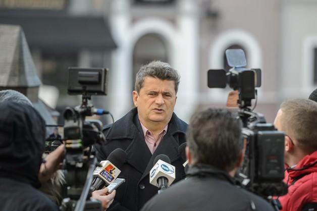 Kaczyński i Miller podważają demokrację? Palikot zawiadomił prokuraturę