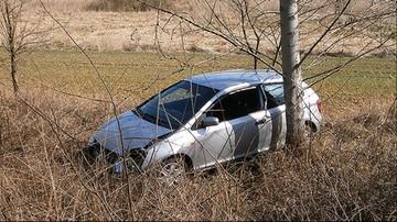 Koparką zdewastował auto. Kierowca wyskoczył w ostatnim momencie
