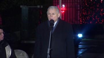 Kaczyński przemawiał na miesięcznicy smoleńskiej. Wystąpienie przerwały mu okrzyki: