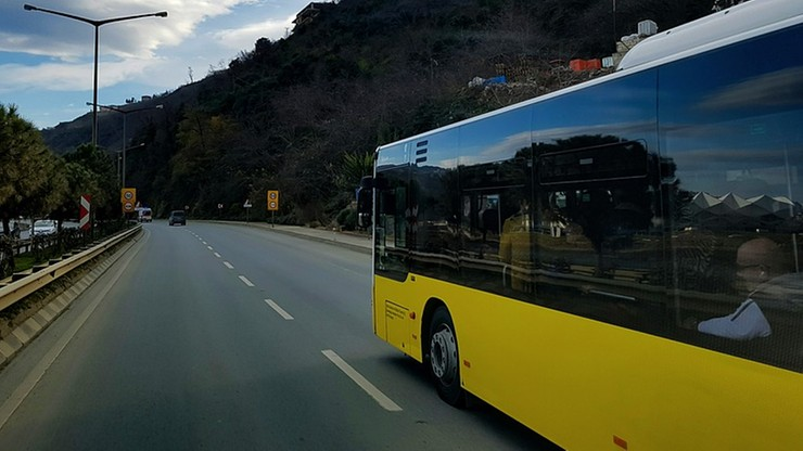 20 osób zginęło w wypadku autobusu w Indiach