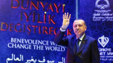 """""""Szanowna Merkel, wspierasz terrorystów"""". Erdogan do kanclerz Niemiec"""