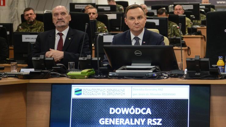 Nominacje generalskie przeniesione. PiS zaprzecza pogłoskom o sporze prezydenta z szefem MON