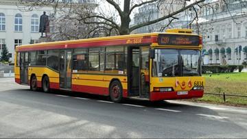 06-09-2016 08:35 Warszawa: pasażer zablokował drogę kierowcy autobusu. A ten i tak ruszył