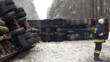 2017-02-07 Przewrócony tir zablokował drogę wojewódzką niedaleko Narola (Podkarpackie)