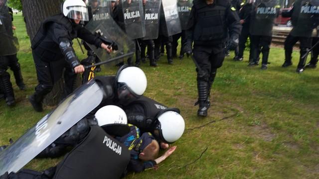 Błaszczak: Interwencja policji w Gdańsku nieakceptowalna. Zatrzymano córkę radnej PiS