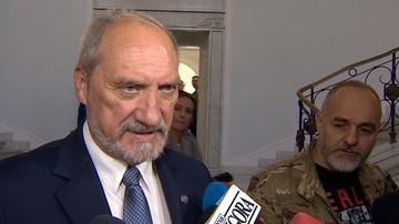 """""""Nie ma ani słowa na temat brzozy"""". Szef MON mówi, że jest nagranie ze spotkania Tuska z Putinem w Smoleńsku"""
