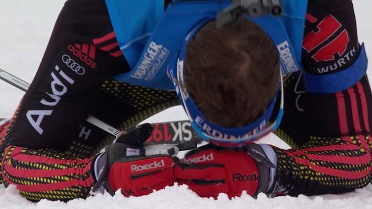 Pechowy upadek biathlonisty. Przewrócił się tuż przed metą
