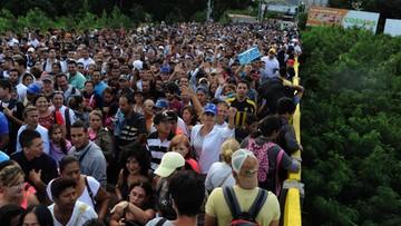 18-07-2016 05:44 Tłumy Wenezuelczyków na zakupach w Kolumbii. W weekend otwarto granicę