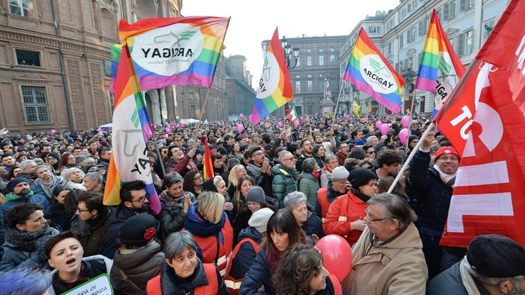 Włochy: manifestacje zwolenników ustawy o związkach partnerskich. Premier obiecuje jej przyjęcie
