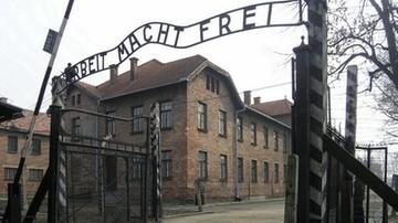 04-07-2017 14:36 Rozebrali się przed Auschwitz, zabili owcę i skuli się łańcuchami. Staną przed sądem