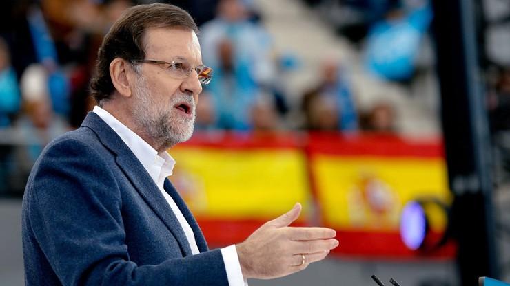 Premier Hiszpanii dostał w twarz od 17-latka. A miało być selfie