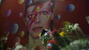 Szokująca biografia Davida Bowiego. Seksualne przygody piosenkarza tylko dla dorosłych