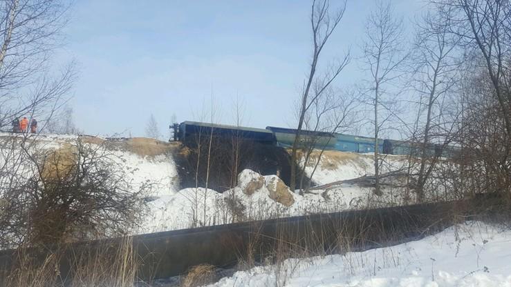 2017-01-21 Wykolejony wagon z węglem w Piekarach Śląskich