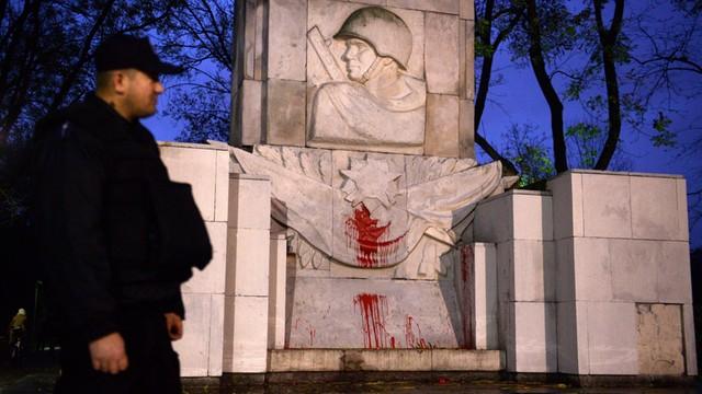Rosja: MSZ oburzone sprofanowaniem w Warszawie pomnika Armii Czerwonej