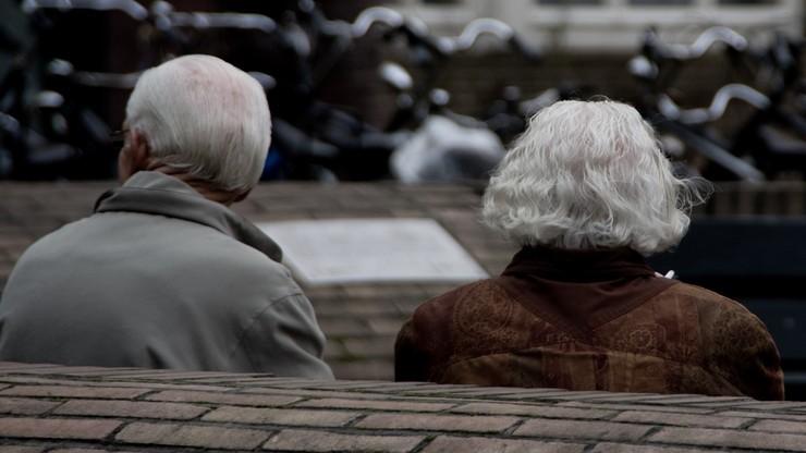 Seniorzy coraz bardziej zadłużeni. 78-letni rekordzista zalega aż 8,4 mln zł