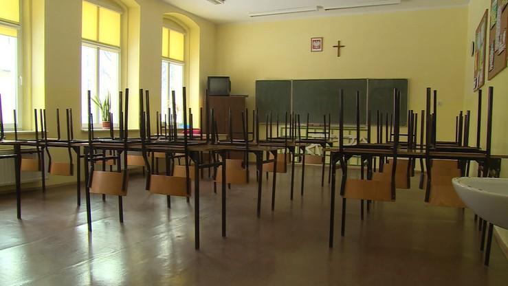 Grypa. Zamknięta szkoła i zakazy odwiedzin w szpitalach. 180 tys. chorych w tydzień