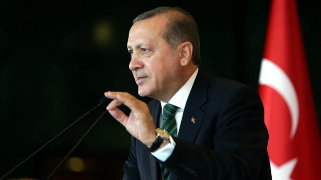 Erdogan: UE powinna w październiku znieść wizy dla Turków
