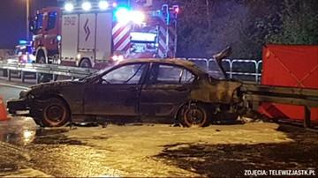 Jechali w 8 osób, auto stanęło w płomieniach. Zginął 18-latek przewożony w bagażniku