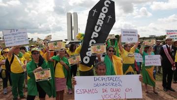 04-12-2016 22:20 Brazylijczycy wzburzeni. Zamiast walki z korupcją ułatwienia dla korupcji