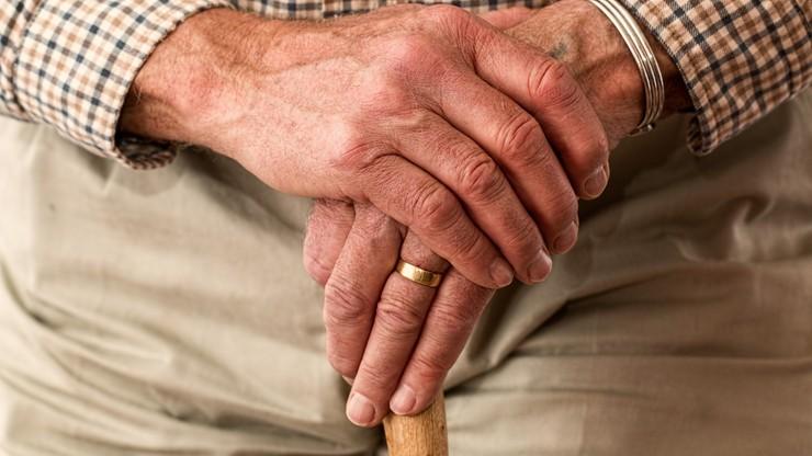 UOKiK: seniorzy szczególnie narażeni na zakazane praktyki handlowe